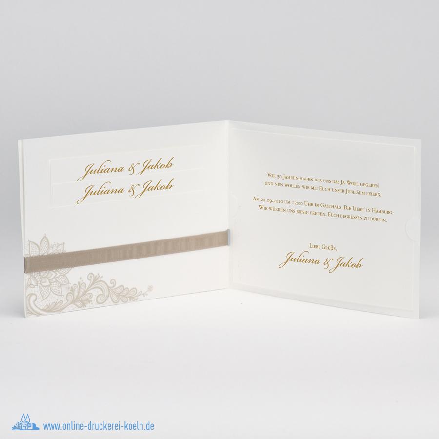 Elegante Hochzeitseinladung mit Spitzenmotiv und brauner Schleife
